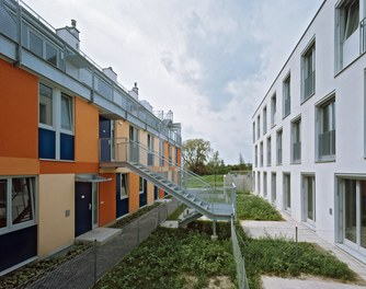 Housing Complex Paulasgasse - back- and frontside