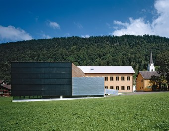 School Bizau - urban-planning context