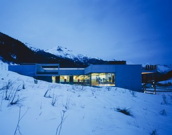 Arlberg Well.com - night shot