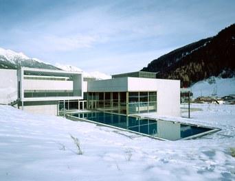 Arlberg Well.com - pool in winter