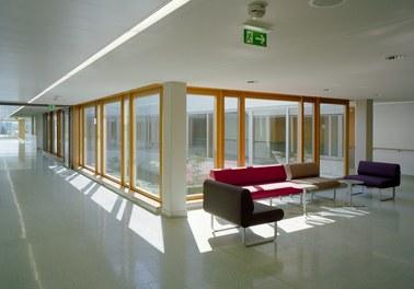 Donauklinikum Tulln - corridor with meeting space