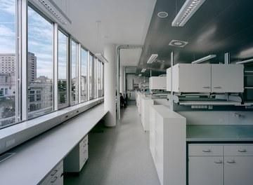Anna Spiegel Forschungszentrum + CEMM - laboratory
