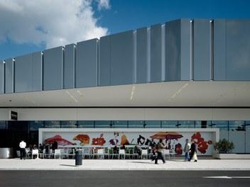Marchfeldcenter - detail of facade