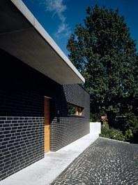 Residence F - entrance