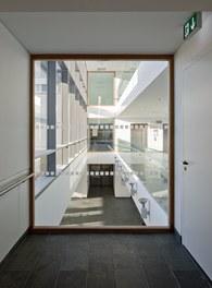 LKH Wolfsberg - Lympf Clinic - view into atrium