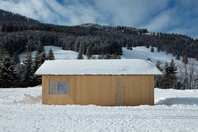 Valüna Lopp - Cabin for Cross-Country Skiers - east facade with entrance