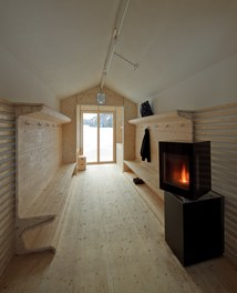Valüna Lopp - Cabin for Cross-Country Skiers - internal space with oven