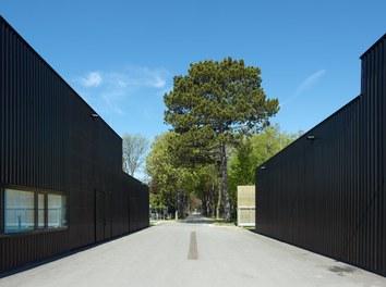 Agricultural Building Zentralfriedhof - view to graveyard