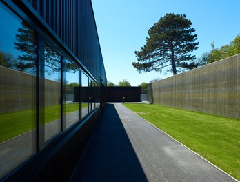 Agricultural Building Zentralfriedhof - courtyard