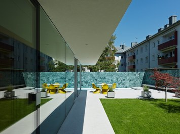 Residence L - approach to terrace