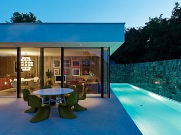 Residence L - night shot