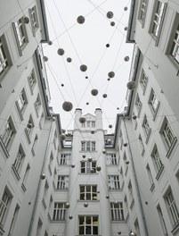 Motel One Staatsoper - art in public space