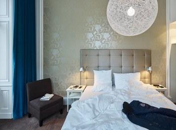 Motel One Staatsoper - room