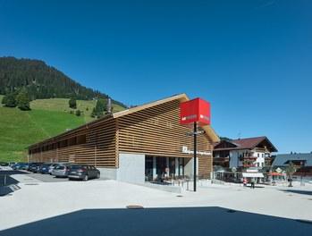 M Preis + Apartment House - general view