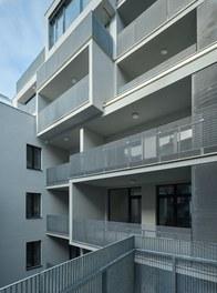 Housing Estate Schönbrunnerstrasse - terrace