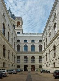 Naturhistorisches Museum Wien; renovation - courtyard