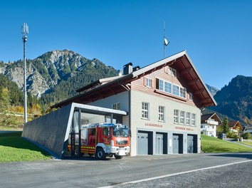 Fire Station Wald am Arlberg - general view with fire engine