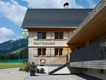 Tannahof - terrace and entrance