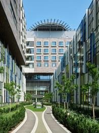 Hospital Krankenhaus Nord - courtyard