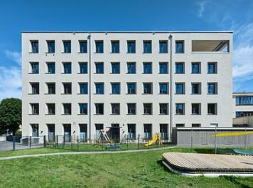 Katholisches Kompetenzzentrum Herrnau - south facade