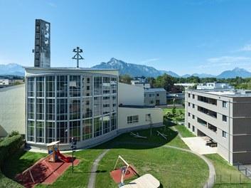 Katholisches Kompetenzzentrum Herrnau - courtyard